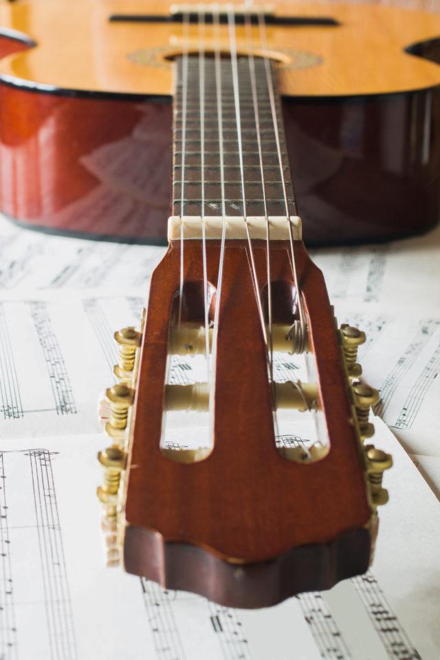 https://dom-musikschule.de/wp-content/uploads/2019/12/Gitarre-640x960.jpg